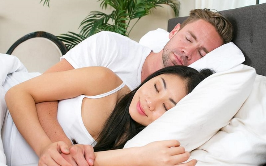 10 Excellent Pillows for Side Sleepers – Forget About Discomfort in Your Neck and Shoulders!