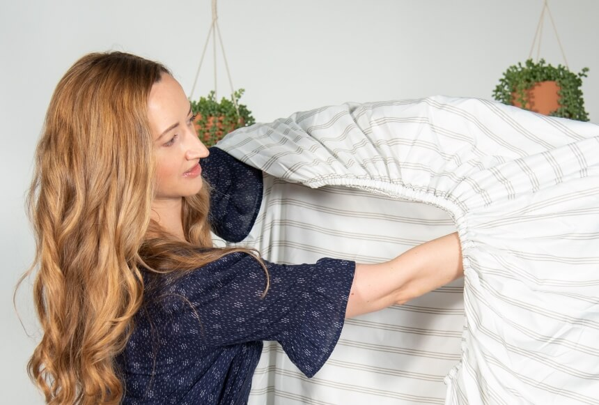 How to Fold a Fitted Sheet: Five Easiest Methods