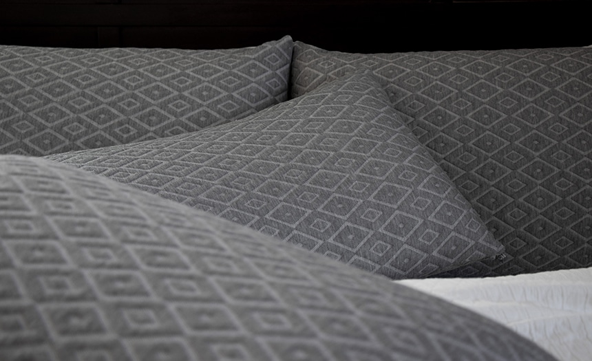 6 Best Down Alternative Pillows - Soft and Cruelty-free